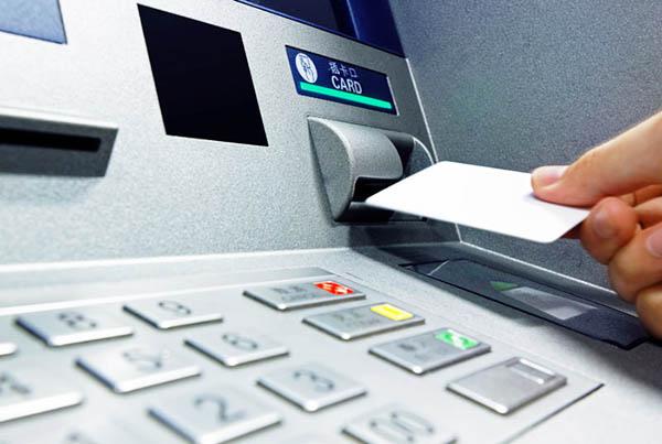 Cách chuyển tiền mặt vào tài khoản thẻ ATM